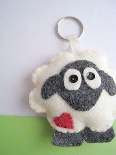 Sheep Felt Keychain by hooop on Etsy Felt Diy, Felt Crafts, Fabric Crafts, Sewing Crafts, Sewing Projects, Sheep Crafts, Felt Christmas, Christmas Crafts, Felt Keychain