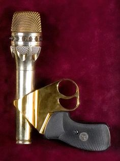 Prince used this microphone on this 1997 Jam of the year  tour
