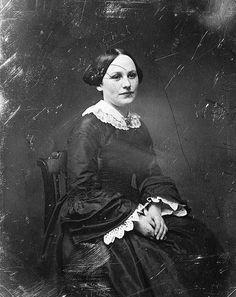 Daguerreotype of 20 year old woman taken in 1844 - undersleeves