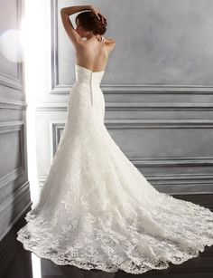Julie Adama posted One of my ideal wedding gowns. Lace, fitted, with a long skirt and train to her -gowns- postboard via the Juxtapost bookmarklet. Outdoor Wedding Dress, Wedding Dress Train, Wedding Gowns, Lace Wedding, Wedding Attire, Bridal Gown Styles, Bridal Dresses, Lace Dresses, Vestidos Vintage