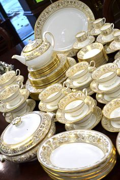 """""""Wedgwood - Gold Florentine"""" Dinner Set for 9 Plus Gorgeous Extras - """"W4219 - Stunning Set! - Includes China Keepers - Total 108 Pieces - Click to see what is included."""