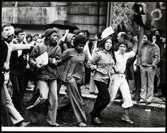 25 de Abril de 1974, Lisboa, Portugal  Concentração. Fotógrafo: Estúdio Horácio Novais. Data da fotografia original: 25 de Abril de 1974.
