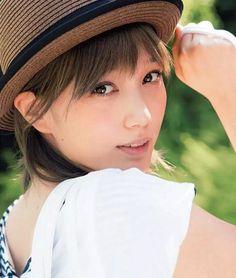 バッサーは帽子の良く似合う女優さんかもしれません。