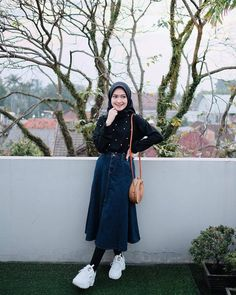 Style hijab jeans skirts ideas for 2019 Hijab style hijab Hijab Casual, Hijab Chic, Casual Outfits, Ootd Hijab, Modern Hijab Fashion, Street Hijab Fashion, Muslim Fashion, Hijab Sport, Hijab Mode Inspiration