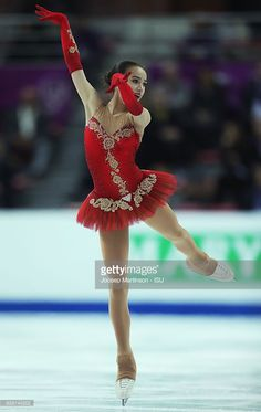 News Photo : Alina Zagitova of Russia competes during Junior...