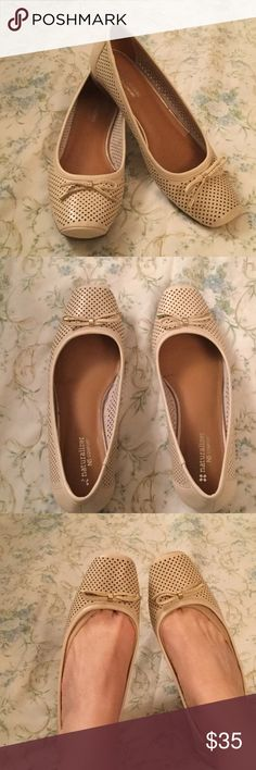 Naturalizer Ivory Leather Comfort Wedges ⭐️Naturalizer Ivory N5 Leather UpperComfort Small Wedged Shoes⭐️ Air holes through shoes & Bow with Gold hardware in front⭐️ Worn Once ⭐️ Size 7.5 Wide Naturalizer Shoes Wedges