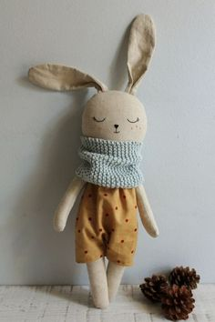 Big bunny doll, made with organic cotton and linen fabrics.- Big bunny doll, made with organic cotton and linen fabrics. – disc Big bunny doll, made with organic cotton and linen fabrics. Stuffed Animals, Fabric Toys, Fabric Scraps, Sew Toys, Sewing Crafts, Sewing Projects, Sewing Ideas, Big Bunny, Sewing Dolls