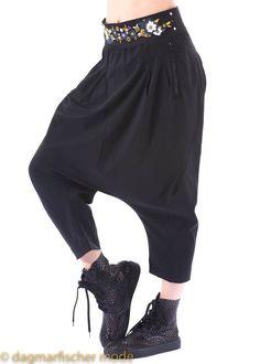 Hose SKIRMISH von HIGH - dagmarfischermode.de - Elastische Hose mit sehr tiefem Schritt und freien Knöcheln.    #high #black #schwrz #urban #fashion