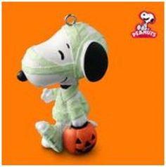 "2010 HALLMARK Ornament Halloween ""Treats for Snoopy"" The Peanuts Gang QFO4643 #HallmarkKeepsakeMiniature #HallmarkOrnament"