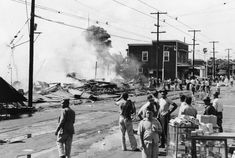 Historic photos from the December 1941 Japanese attack on Pearl Harbor in Hawaii. Pearl Harbor 1941, Pearl Harbor Hawaii, Pearl Harbor Attack, Uss Arizona, Hiroshima, Oahu, Remember Pearl Harbor, Japanese American, Picture Story
