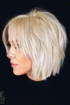 Shaggy Blonde Bob For Fine Hair Shaggy White Blonde Bob Snow-white blonde hair is a great way to rock a shaggy bob. Slice the layers to achieve a more voluminous look. Lots of layers will also help disguise the problem of volumeless fine hair. Short Choppy Haircuts, Haircuts For Fine Hair, Medium To Short Hairstyles, Choppy Bob Hairstyles For Fine Hair, Haircut Short, Shaggy Short Hair, Haircut Styles, Pixie Haircuts, Medium Shaggy Bob