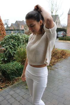 Gorishelena // fashion // spring neutrals // ootd // crop sweater // Brandy Melville // highwaisted // tanned