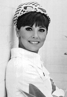 Marlo Thomas, looking fabulously mod.