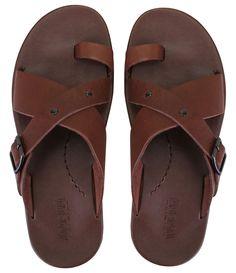 Chinelo masculino      Material: couro      Com fivela      Marca: Itapuã      Tita em X                   COLEÇÃO INVERNO 2014             Veja mais opções de chinelos em    nossa loja de calçados.