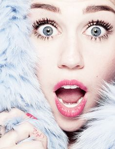 Miley Cyrus pretty makeup -Robin