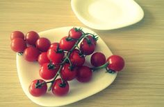 Slicing cherry tomatoes | Anabelle Brown - life hacks