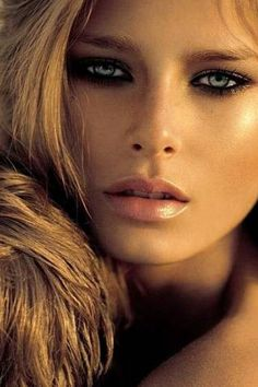 Sun-kissed makeup with highlights