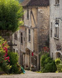 Early morning view down street in Saint-Cirq-Lapopie, Midi-Pyrenees, France. Oh The Places You'll Go, Great Places, Places To Visit, Beautiful Buildings, Beautiful Places, Languedoc Roussillon, Paris City, Pyrenees, France Travel