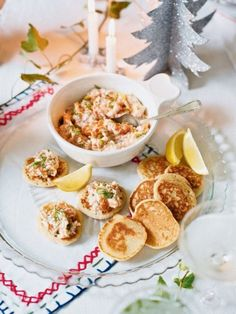 Blinis with smoked salmon and dill pâté make an ideal canapé recipe to serve with drinks over the Christmas period. Canapes Recipes, Pate Recipes, Cooking Recipes, Smoked Salmon Pate, Smoked Salmon Recipes, Christmas Canapes, Christmas Lunch, Christmas 2015, Christmas Ideas