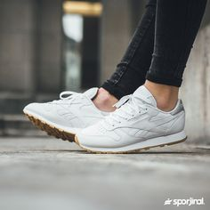 Reebok Classic Leather sadeliğiyle kalbinizi çalmaya hazır. Link Profilde Ürün Kodu : BD4423 Numara Aralığı : 36/40 Satış Fiyatı : ₺319 WhatsAppSipariş 0554 491 30 40 #reebok #reebokclassic #reeboktr #sneaker #shoes #sporayakkabı #ayakkabı #thisisclassic #reebokclassic #reebokmen #reebokwomen #reebokwoman #sporjinal