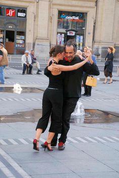 Teaching the Tango in Leon