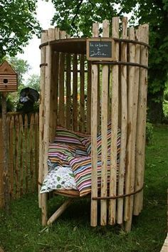 Do you want to have a tropical experience in your home? If the answer is positive, then all you need is a bamboo tree. Nowadays, bamboo trees are really po Diy Garden Furniture, Diy Garden Decor, Furniture Ideas, Rustic Log Furniture, Outdoor Art, Outdoor Living, Outdoor Decor, Outdoor Gardens, Backyard Projects
