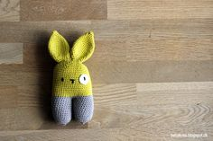 To-benet kanin rangle (dansk opskrift) Rattle Bunny Two-legged, designed by spanish Lanukas (also link to english and spanish DIY on page)