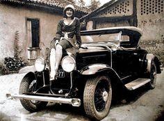 美女と1929年のビュイック  古いモーター