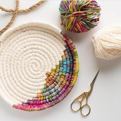 Specializing in weaving, spinning, and graphics arts. Rope Crafts, Yarn Crafts, Fabric Crafts, Sewing Crafts, Sewing Projects, Macrame Projects, Rope Basket, Basket Weaving, Pine Needle Baskets