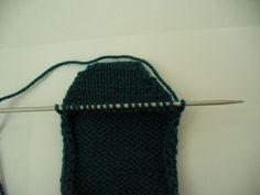 Ruční práce, ručně dělané výrobky, vyrobené dárky, návody Knitted Hats, Knitting, Fashion, Knit Hats, Moda, Tricot, Fashion Styles, Knit Caps, Stricken