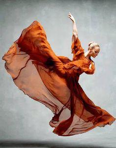 © NYC Dance Project (Deborah Ory and Ken Browar) Charlotte Landreau, Martha Graham Dance Company Ballet Art, Ballet Dancers, Ballerinas, City Ballet, Tumblr Ballet, Martha Graham, Dance Project, Dance Movement, Dance Poses