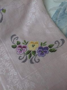 This Pin was discovered by Ays Small Cross Stitch, Cross Stitch Bird, Cross Stitch Borders, Cross Stitch Flowers, Cross Stitch Designs, Cross Stitch Patterns, Crewel Embroidery, Cross Stitch Embroidery, Machine Embroidery