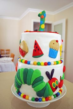 Very Hungry Caterpillar cake.for your very hungry birthday kid. The details are incredible! Pretty Cakes, Cute Cakes, Beautiful Cakes, Amazing Cakes, Fete Audrey, Decors Pate A Sucre, Super Torte, Hungry Caterpillar Cake, Bolo Cake