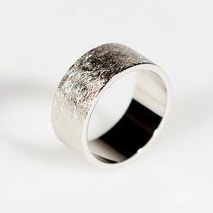 Hanne Schoofs — Ring met ice-mat structuur - trouwringen op maat, verlovingsring, Antwerpen