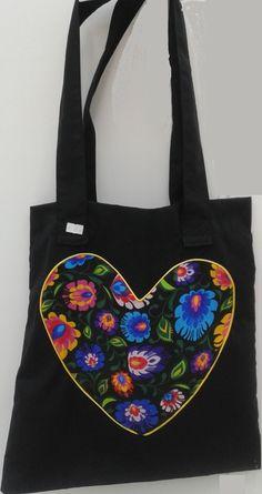5a52a28999490 Bawełniana folk torba ekologiczna z naszytym sercem z kwiatowym wzorem  łowickim. Motyw zdobiący ludową torbę
