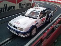 El Ford Sierra Cosworth de Scalextric es um estupendp coche de rallies.