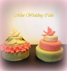 Mini wedding cakes  Déco: oiseau/fleur - pâte à sucre