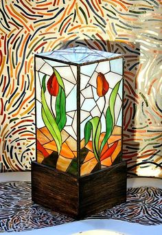 dancing tulips stained glass l Stained Glass Lamp Shades, Stained Glass Paint, Making Stained Glass, Stained Glass Projects, Stained Glass Patterns, Mosaic Glass, Glass Art, Lighted Canvas, Tiffany Glass