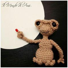 Telefono caaaaaasaaaaa..... ☎ #et #extraterrestre #telefonocasa #phonehome #amigurumi #handmade #crochet #fattoamano #uncinetto #ganchillo #portachiavi #keyring