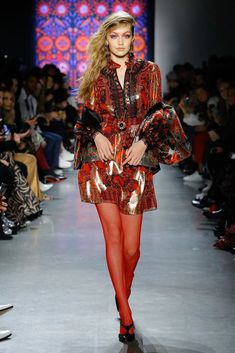The complete Anna Sui Fall 2018 Ready-to-Wear fashion show now on Vogue Runway.