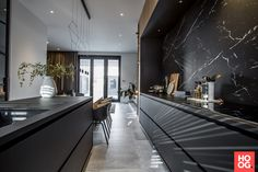 Urban Industrial Decor Tips From The Pros Have you been thinking about making changes to your home? Are you looking at hiring an interior designer to help you? Industrial Kitchen Design, Modern Kitchen Design, Interior Design Living Room, Kitchen Contemporary, Kitchen Rustic, Black Kitchens, Luxury Kitchens, Home Kitchens, Kitchen Black