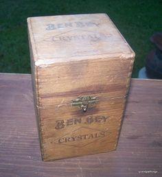 VINTAGE BEN BEY WOODEN CIGAR BOX HOLD - 25 CIGARS (CRYSTALS) Edit item Reserve item Priced at $45.00