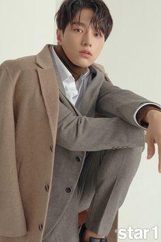 Love this colour combo, you certainly look good in it! Asian Actors, Korean Actors, L Infinite, Kim Myung Soo, Myungsoo, Seo Joon, Music Aesthetic, Lee Sung, Kdrama Actors