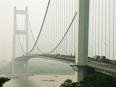 Pont de Jiangyin est un pont suspendu, pont-autoroute (viaduc autoroutier) et pont en acier qui a été construit de 1994 à 1997. Le projet est situé à/en Jiangyin, Jiangsu, Chine, Asie.