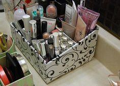 Rangement maquillage de filles