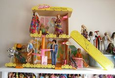 1975 barbie shopping mall with working escalator playset