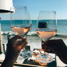Cheers to summer. Jus Detox, In Vino Veritas, Disney Instagram, Instagram Fashion, White Wine, Life Is Good, Surf, Photos, Beautiful