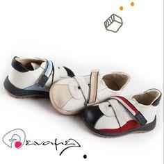 Ανατομικά παπούτσια για αγοράκι της ελληνικής εταιρείας Babywalker. Το  παπούτσι αυτό είναι διαθέσιμο σε τρεις 8bfa60c62f6
