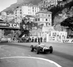 Sir Stirling Moss on his way to victory in a Rob Walker Lotus 18, the first win for the Lotus marque, Monaco GP 1960