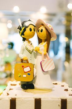 Unique Cake Toppers // Photo by: http://lesamisphoto.com